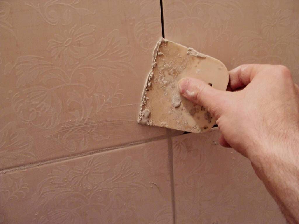 Как клеить кафельную плитку на стену