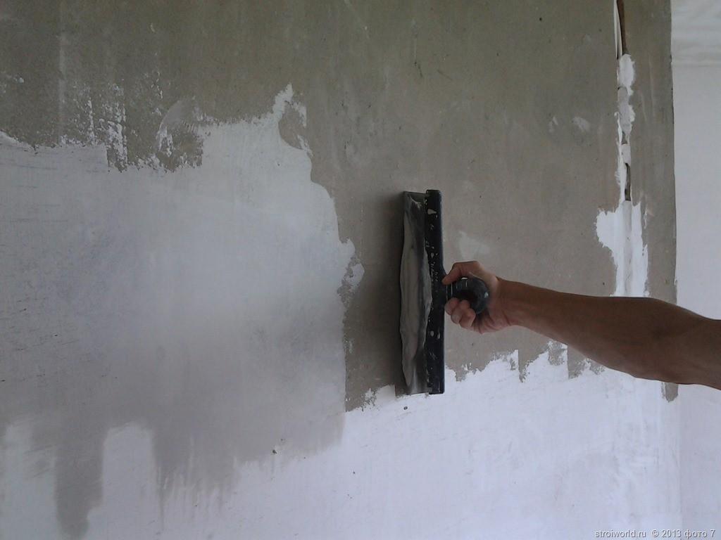 nanesenie-shpatlevki-po-betonnoy-stene