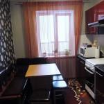 Интересная красно-черная кухня