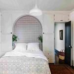 Проходная светлая спальня