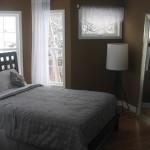 Слегка темноватая спальня