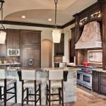 Удобная кухня для большой семьи